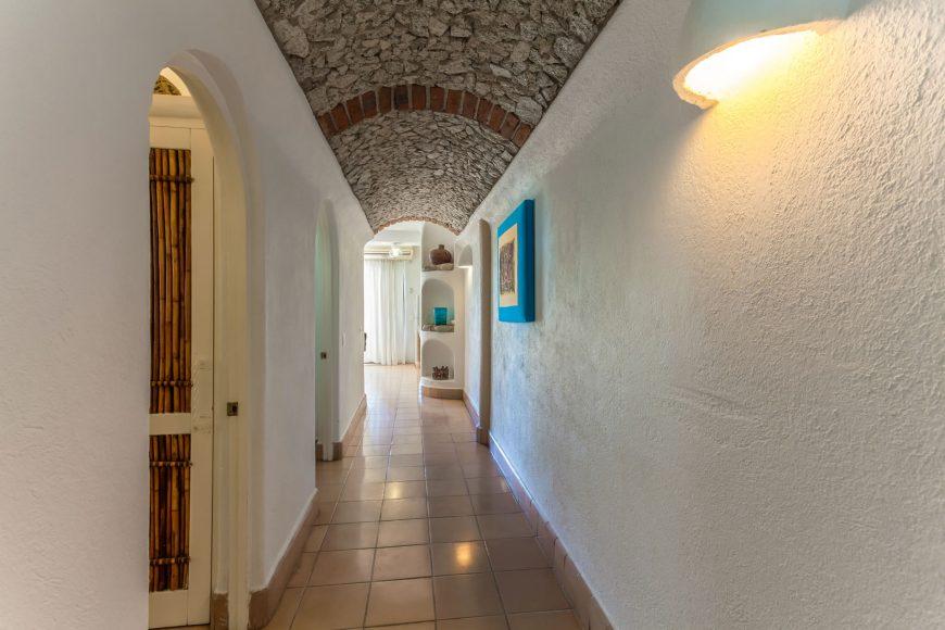 Las Palmas 2b Hallway