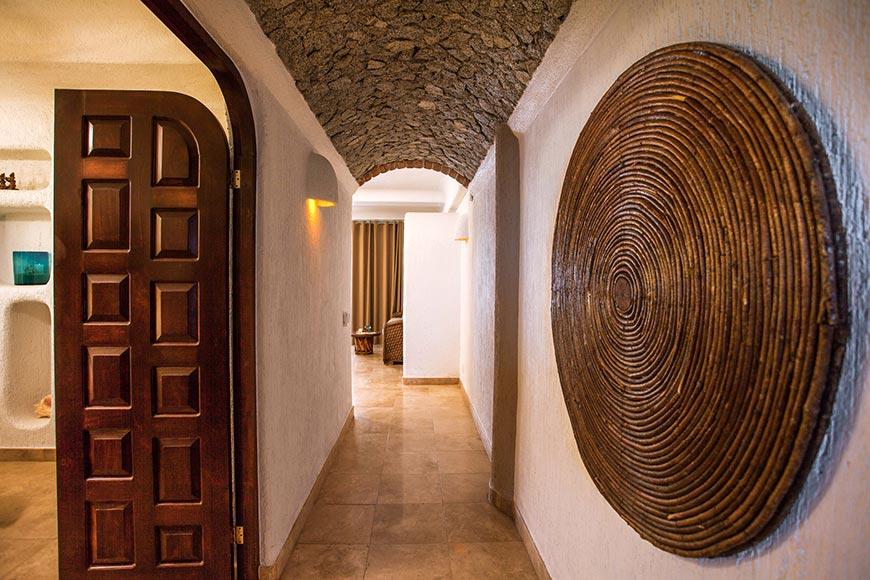 Las Palmas Hallway