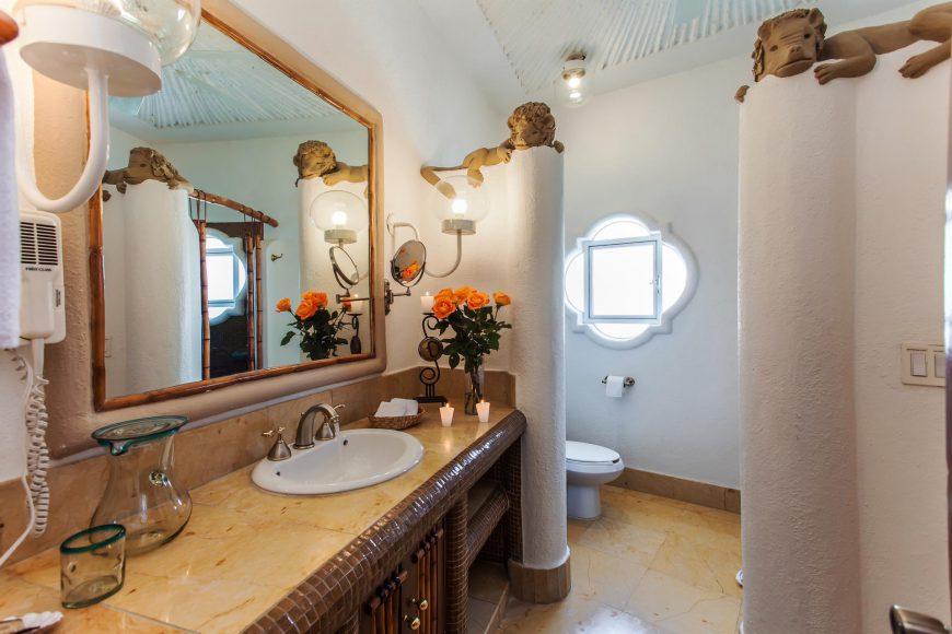 Luna Bathroom